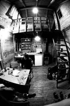 I like their life :-) Inside a cabin near Geykbairi, Turkey. Via FreeCabinPorn.com. Submitted by Joona Suominen.