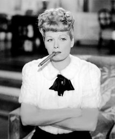 Lucille Ball, 1946 Fotografiada para Lover Come Back – mujeres locas Queens Of Comedy, Lucille Ball Desi Arnaz, Hollywood Heroines, Smoking Ladies, Old Movie Stars, I Love Lucy, Lucy Lucy, Good Cigars, Vintage Hollywood
