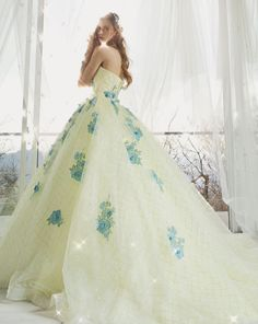 Catch The Spring Breeze! 20 Colored Wedding Dress For Spring Brides! Weird Wedding Dress, Colored Wedding Dresses, Bridal Dresses, Yellow Gown, Fantasy Dress, Special Dresses, Spring Dresses, Designer Wedding Dresses, Dream Dress