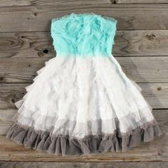 Tiers & Tulle Party Dress, Sweet Women's Country Clothing This site has super cute clothes that look really easy to make if only they showed them on a freaking model! Little Girl Dresses, Flower Girl Dresses, Country Outfits, Country Dresses, Country Fashion, Sweet Dress, Mode Outfits, Swagg, Dress Me Up