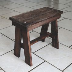 Empowering a old to gain access to high places. Maybe a mistake. Woodworking Hand Saws, Woodworking Square, Woodworking Shows, Woodworking Shop Layout, Woodworking Bench Plans, Woodworking Projects, Scrap Wood Projects, Diy House Projects, Pallet Projects