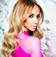Want to win a signed pic of Lauren Pope & other goodies? Head to my #competition! #Towie #tanning #win #bbloggers http://dollfaceblogs.blogspot.co.uk/p/competitions.html