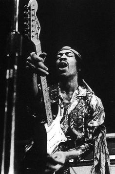 Play Music Easily With These Simple Guitar Tips. Have you had the experience of picking a guitar up and wanting to play it? Easy Guitar, Guitar Tips, Guitar Art, Music Guitar, Playing Guitar, Guitar Lessons, Learning Guitar, Jimi Hendrix Experience, Woodstock
