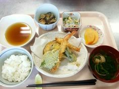 11月7日。天ぷら、バンサンスウ、茄子の味噌煮、麩とほうれん草のすまし汁、柿です!624カロリー、たんぱく質22g、塩分2.6gでした♪