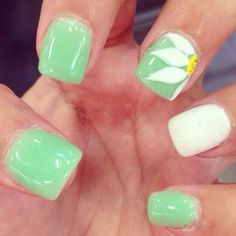 Great spring nail art. Love the color and sunflower!