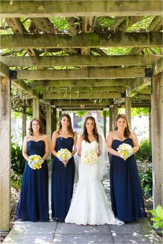 navy and yellow wedding colors...in love, but with sun flowers!: