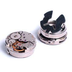 Boton de Steampunk Vintage reloj movimiento puño cubre de Antige en Etsy https://www.etsy.com/es/listing/479876132/boton-de-steampunk-vintage-reloj