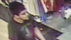 La polizia cerca l'assassino che ha sparato a Burlington, nel reparto cosmetici di Macy's. Di nazionalità ispanica, ha contattato la polizia e l'ha minacciata. Dall'inizio dell'anno a oggi nello Stato di Washington, 20 persone sono state uccise in omicidi di massa