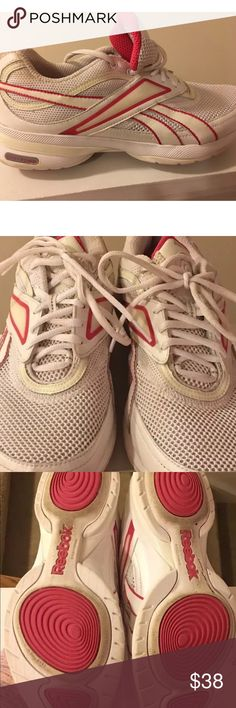 """REEBOK Easytone Smooth Fit size 9 pink shoes Women's REEBOK """"Easytone"""" Smooth Fit laced walking shoes athletic sneakers size 9 used and in good condition Reebok Shoes Athletic Shoes"""