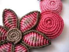 Macrame pink and brown necklace with flowers and by makramasma