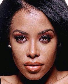 Aaliyah Dana Haughton Aaliyah Miss You, Rip Aaliyah, Aaliyah Style, My Black Is Beautiful, Beautiful Mind, Aaliyah Haughton, Girls Makeup, Perfect Woman, Her Music