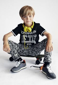 Petit by Sophie Schnoor Spring Summer Preteen Boys Fashion, Young Boys Fashion, Fashion Kids, Cute 13 Year Old Boys, Young Cute Boys, Cute Teenage Boys, Gothic Baby, Beauty Of Boys, Kids Studio