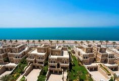 Find your dream townhouse for rent in Palm Jumeirah through upgraded listings of Palm Jumeirah townhouse with photos, prime locations and more! Penthouse For Sale, Townhouse For Rent, Luxury Penthouse, Apartments In Dubai, Apartments For Sale, Palm Jumeirah, Dream Properties, Pent House, Indoor Garden