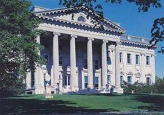 The Ogden Mills Estate in Staatsburgh, New York. Designed by McKim, Mead and White. Neoclassical Architecture, Historical Architecture, American Mansions, New York Vacation, Unusual Buildings, French Style Homes, Outdoor Pictures, Hudson River, Hudson Valley