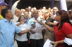 René Polanco aboga por voto eléctrico al inscribir candidatura