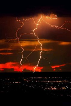 Lightning in the sky Tornados, Thunderstorms, Natural Phenomena, Natural Disasters, Nature Pictures, Cool Pictures, Thunder And Lightning, Lightning Storms, Lightning Images
