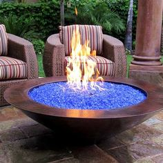 Blue Pits DIY fire pit designs ideas - Do you want to know how to build a DIY outdoor fire pit plans to warm your autumn and make s'mores? Find inspiring design ideas in this article. Diy Fire Pit, Fire Pit Backyard, Backyard Fireplace, Outdoor Gas Fire Pit, Diy Propane Fire Pit, Desert Backyard, Cool Fire Pits, Piscina Intex, Natural Gas Fire Pit