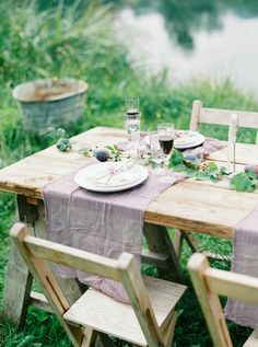 darya kamalova thecablookfotolab fine art wedding photographer in italy bellesandbubbles villa engagement anniversary session love Table Setting Design, Table Settings, Outdoor Furniture Sets, Outdoor Decor, Outdoor Dining, Decoration Table, Event Styling, Plein Air, Garden Styles