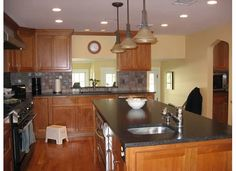 What Color Counter With Your Natural Cherry Cabinets Kitchens Forum Gardenweb Countertop Backsplashkitchen Countertopsbacksplash Ideaskitchen