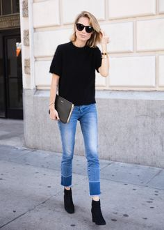 Black blouse// jeans// black booties