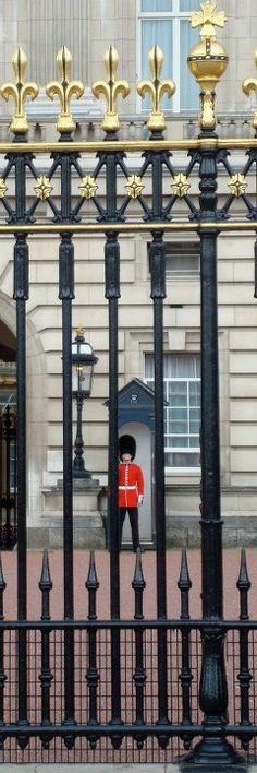 Buckingham Palace Guard , London  <3