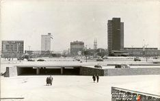 Paso a desnivel que conduce desde el estadio Olímpico de  CiudadUniversitaria hacia la zona de la explanada central de Rectoría.  Foto tomada probablemente a principios de los años 60's.
