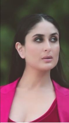 Kareena Kapoor Follow @aRchit3298 on Twitter #beautiful #hot #traditional #fashion #beauty #cute #adorable #style #glamour #gorgeous #stunning #hotness #hottest #smile #sexy #bollywood #hollywood #success #pretty #life #daily #fitness #yoga #princess