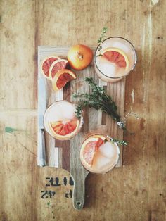 Oh so pretty grapefruit cocktails Party Drinks, Cocktail Drinks, Cocktail Recipes, Summer Cocktails, Food Styling, Food Photography Styling, Cheers, Yummy Drinks, Yummy Food