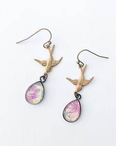 Small teardrop earrings with brass bird - floral Sea Jewelry, Jewellery, Earrings Handmade, Handmade Jewelry, Japanese Paper, Teardrop Earrings, Hooks, Fashion Jewelry, Jewelry Design