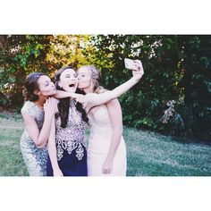 Prom photography couple or group or friend picture ideas