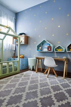 Pequenas mudanças podem transformar o espaço das crianças em um quarto montessoriano.