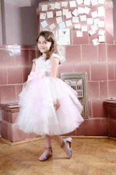 Rochita pentru serbare | Zizette Girls Dresses, Flower Girl Dresses, Wedding Dresses, Flowers, Fashion, Dresses Of Girls, Bride Dresses, Moda, Bridal Gowns