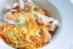 Zázvorovo-česnekové zeleninové nudle s krůtím masem Spaghetti, Paleo, Ethnic Recipes, Food, Per Diem, Meals, Noodle, Paleo Food
