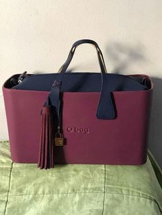 O Bag, Hobo Handbags, Leather Bags, Camilla, Michael Kors Jet Set, Purses And Bags, Fashion Accessories, Clock, Shoulder Bag