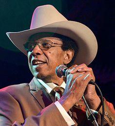 † Lonnie Brooks (83) 01-04-2017 Bluesmuzikant Lonnie Brooks, onder meer bekend van de hit 'Sweet Home Chicago', is op 83-jarige leeftijd overleden. Volgens zijn zoon Ronnie Baker Brooks overleed de blueslegende zaterdagavond. https://youtu.be/gLuOycw-xUw