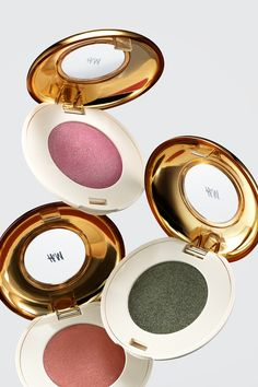 Spring beauty tip: Go for a natural look with eyeshadows in earthy tones. | H&M Beauty