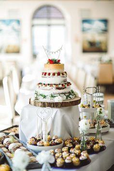 DIY Hochzeit mit freier Trauung im Wasserschlössl bei Altötting in Bayern. NAKED CAKE mit Candy Buffet <3