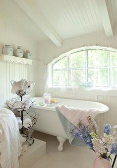 Fifi's guest house bathroom