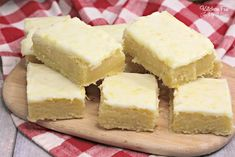 Lemon Brownies are my new favorite dessert. Topped with a delicious lemon glaze, they are just the right mix of fresh lemon and sweetness. Lemon Desserts, Lemon Recipes, Just Desserts, Sweet Recipes, Delicious Desserts, Brownie Toppings, Brownie Recipes, Cookie Recipes, Dessert Recipes