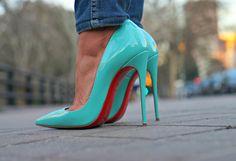 Christian Louboutin So Kate Pumps. Tacchi Close-Up #Tacones #Shoes #Heels