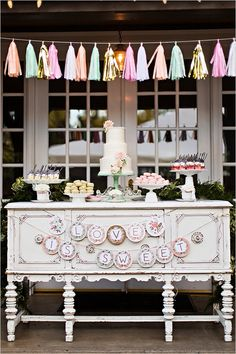 Vintage dessert table @weddingchicks