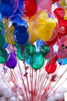Disneyland // Disneyland Balloons! My favorite my Daddy always bought me these I miss you daddy