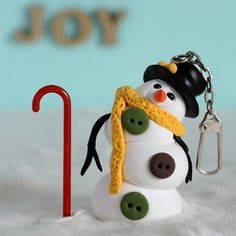 Make a dancing snowman with extra lightweight air dry clay, perfect as a keyring charm to bring around during this holiday season.