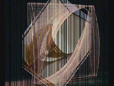 En este video podemos apreciar  el arte abstracto, el cual se uso en el siglo XX, en pleno constructivismo ruso. Aqui se detalla que surgio frente a un rechazo al arte bourgues. Además se destaca las técnicas en las cuales los artistas usaban en ese entonces. Un audio visual de suma importancia para saber de forma resumida como fue este.