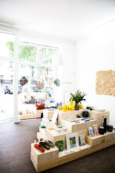 Art And Chic: Shop Interiors: Silo Store Berlin! Store Concept, Concept Store Berlin, Plans Loft, Shop Fittings, Retail Interior, Pop Up Shops, Retail Space, Store Displays, Shop Interiors