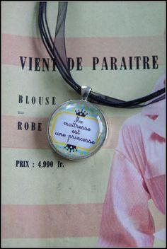 collier avec médaillon ma maîtresse est une princesse : Collier par zaza-la-bricole