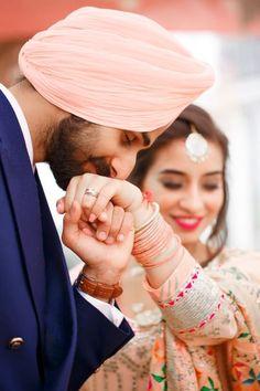 Punjabi Wedding Couple, Couple Wedding Dress, Indian Wedding Couple Photography, Punjabi Couple, Couple Photography Poses, Wedding Couples, Punjabi Boys, Blur Photography, Sikh Wedding