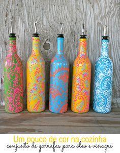 Mesmo depois de usada a garrafa de vinho têm uma importância especial para Melissa Ure, dona de uma loja no site Etsy chamada Lucent Jane. Em vez de descartar, ela cria peças bacanas pra enfeitar a casa.