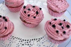 Cupcakes cu afine Cupcakes, Creme Caramel, Good Food, Desserts, Recipes, Mini, Candies, Kitchens, Tailgate Desserts