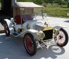 1913 Ford Model T Speedster ===> https://de.pinterest.com/pin/560416747359740746/